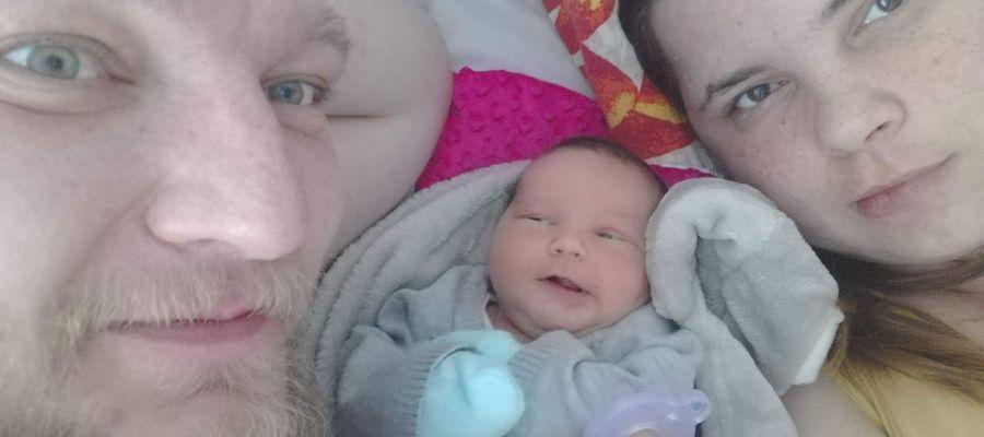 6-dniowa Oliwia z rodzicami