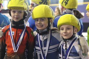 Giżyccy łyżwiarze Short track z medalami