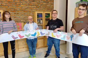 Świętowali Dzień Kolorowej Skarpetki w CET w Olecku