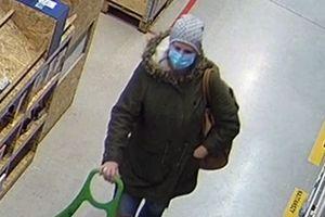 Policjanci z Olsztyna publikują wizerunek kobiety. Podejrzewają ją o kradzież [VIDEO]