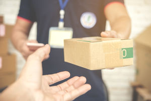 SUSZ || Na ul. Dworcowej znaleziono paczkę. Policja prosi o pomoc w ustaleniu właściciela