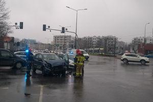 Trzy samochody zderzyły się na skrzyżowaniu w Olsztynie