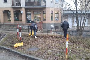 Ostródzianie sprzątają ulice, bo władze miasta zapomniały o tym