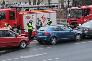 Zderzenie trzech aut na al. Wojska Polskiego w Olsztynie