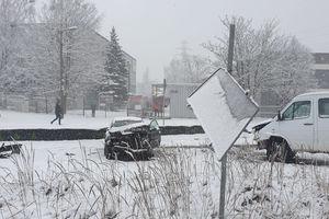 Wypadek na ul. Towarowej w Olsztynie. Doszło do zderzenia trzech aut