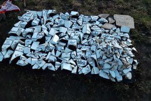 Wykopano fragmenty porcelanowych krzyży