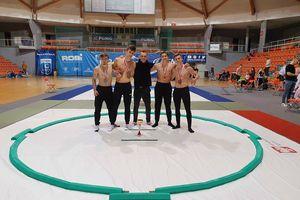 Ekipa Klubu Judo Shamo Ełk z medalami