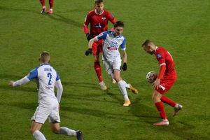 W środę piłkarze Sokoła zagrają w Siedlcach z Pogonią