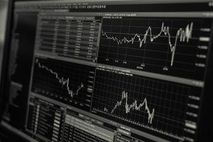 Wirus toczy gospodarkę już od roku