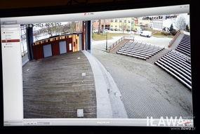 Kamery na miejskim amfiteatrze skierowane są na scenę i widownię, ale obejmują też tereny wokół czyli fragment bulwaru Alei Jana Pawła II oraz częściowo parking przy hali sportowej