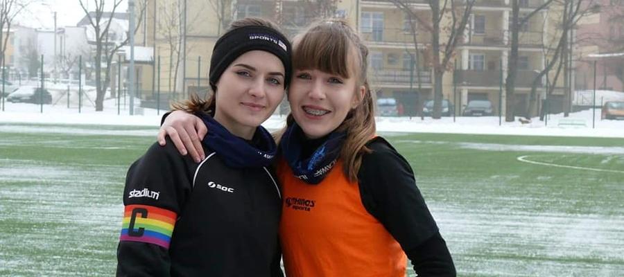 Na zdjęciu kapitan iławskiego zespołu Martyna Zdrojewska (z lewej) oraz Natalia Stokłosa