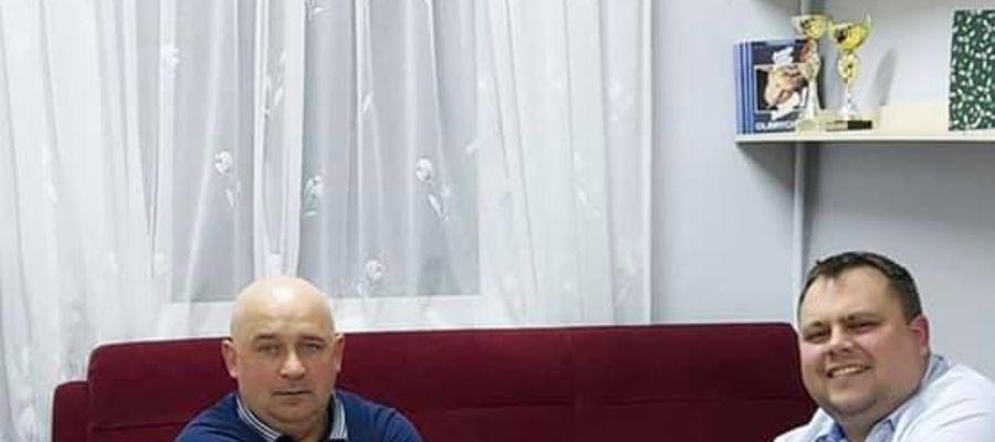 Mieczysław Zawistowski (z prawej) - nowy prezes Startu Nidzica z Markiem Bruzdą, pełniącym funkcję wiceprezesa