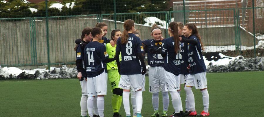 Piłkarki AS Stomil zdobyły cztery punkty w dwóch meczach i na razie są w czołówce CLJ do lat 15