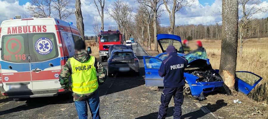 Zderzenie trzech aut osobowych na trasie z Lidzbarka Warmińskiego do Górowa Iławeckiego.