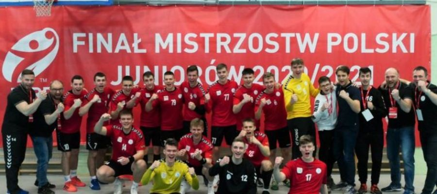 Olsztyńscy juniorzy niespodziewanie zostali mistrzami Polski. Trener Konstanty Targoński pierwszy z prawej