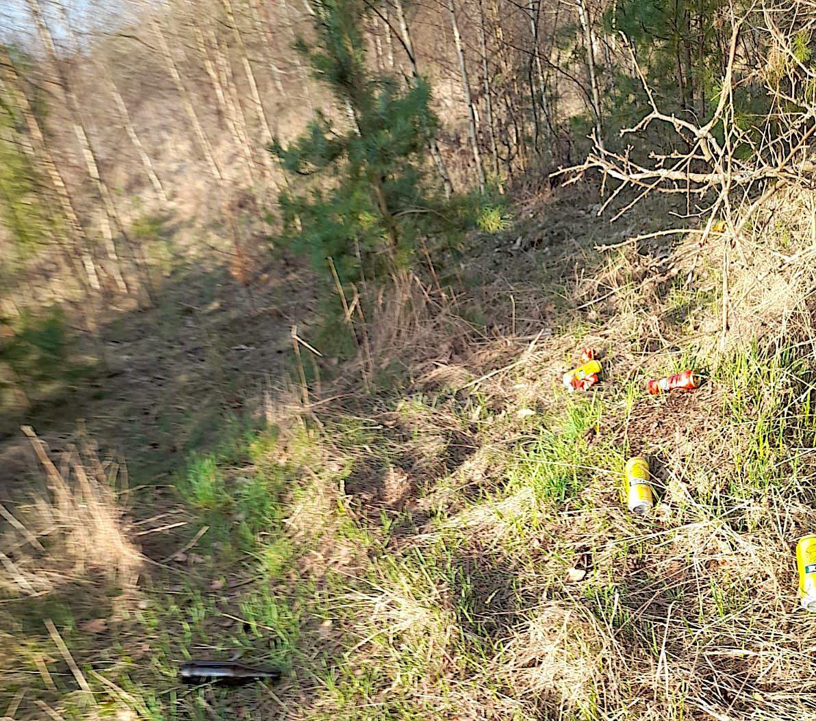 Śmieci przy ścieżce rowerowej Lidzbark Warmiński - Łaniewo
