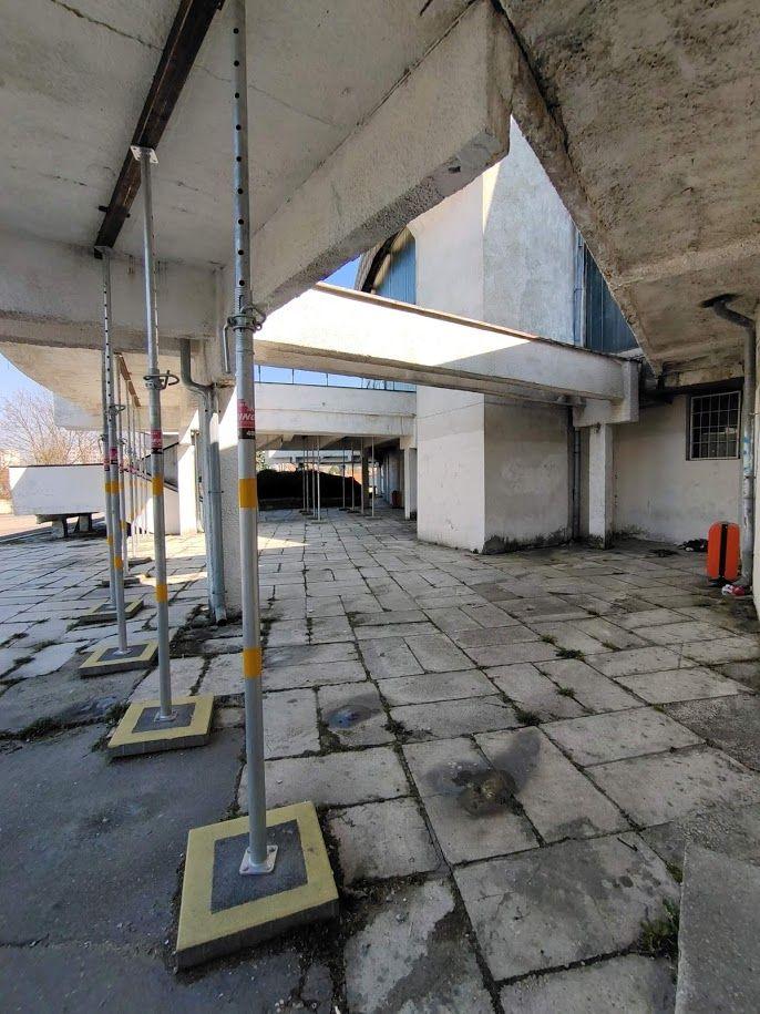 Hala Widowiskowo-Sportowa Urania naprawdę potrzebuje remontu. Jest w ruinie. Miasto musi znaleźć kolejne 20 milionów na jej renowację.