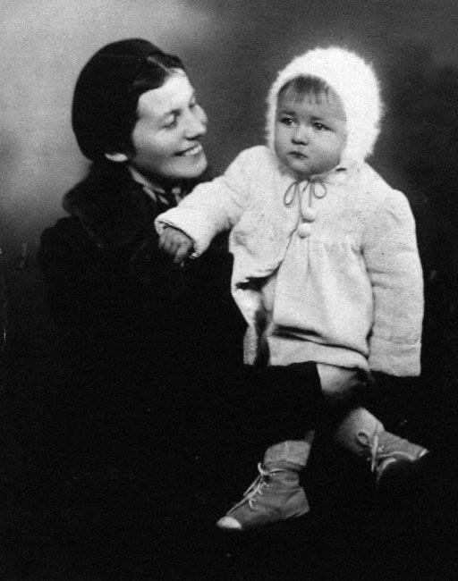 Krzysztof Klenczon z mamą (rok 1943)