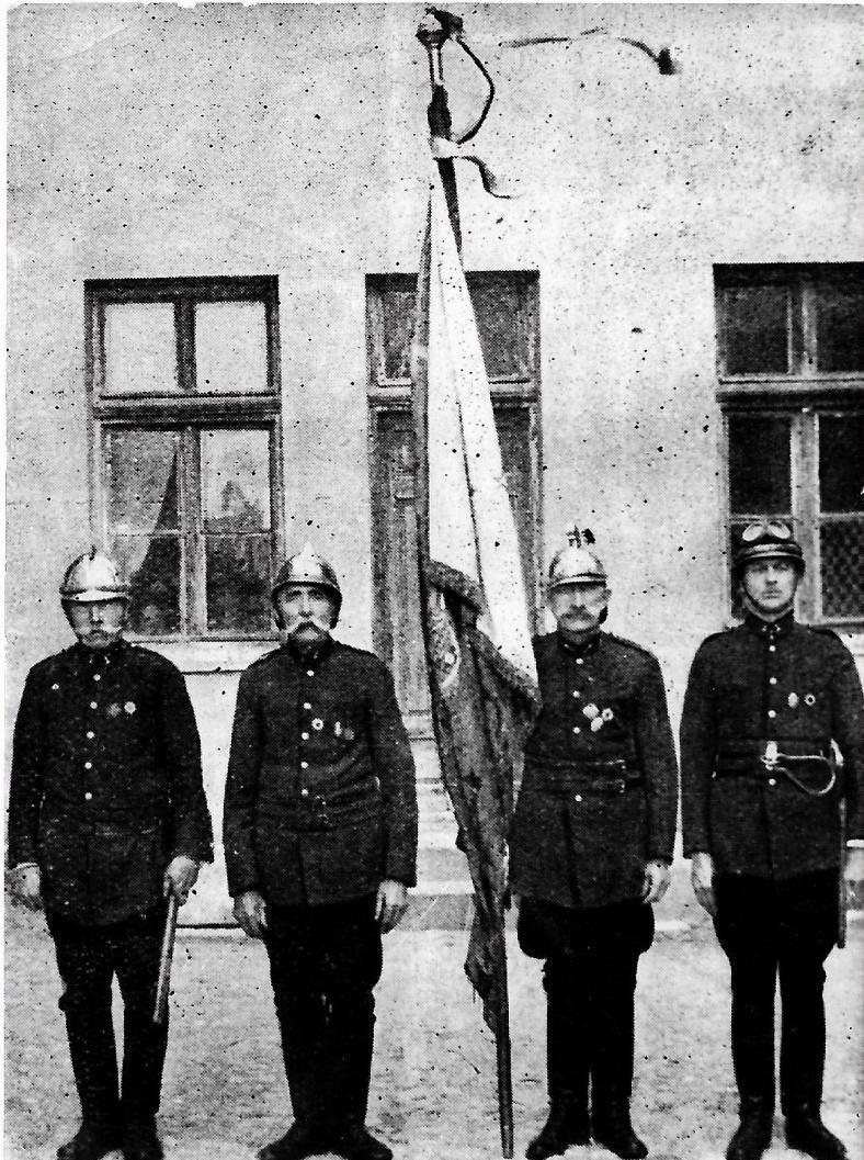 Poczet sztandarowy mławskiej straży
