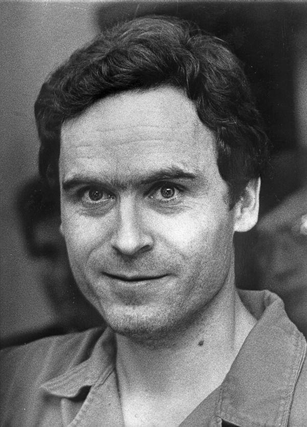 Przebywając w więzieniu Ted Bundy otrzymywał nawet po 200 listów od fanek dziennie