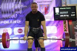Mł. asp. Cezary Urbaniak, dzielnicowy z Lidzbarka potrójnym mistrzem w trójboju