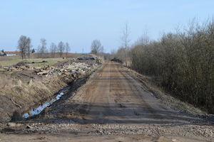 Kolejne etapy budowy ścieżki rowerowej