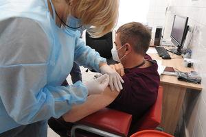 Olsztynianie otrzymują sms-y ze zmianą terminów szczepień. Dlaczego?