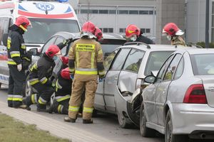 Wypadek na ul. Towarowej w Olsztynie. Zderzyły się trzy samochody