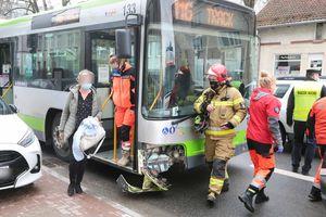 Zderzenie samochodu z autobusem miejskim w Olsztynie
