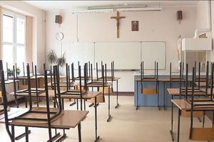 Mniej religii w szkołach w ramach oszczędności?