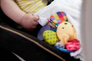Jak przewozić autem dzieci, by było to bezpieczne i zgodne z prawem?