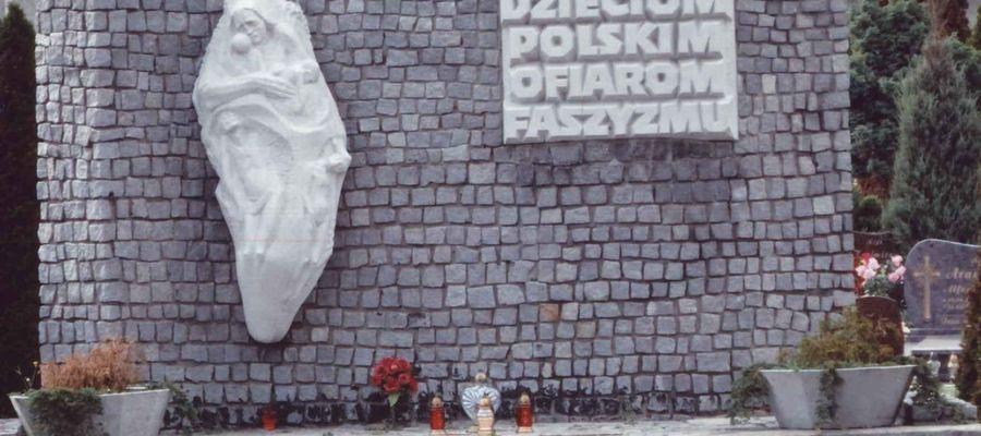 Tablica dziękczynna byłych więźniów w Potulicach