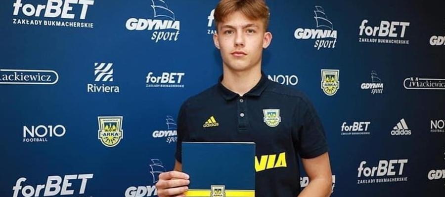 Wojciech Zieliński w czwartek podpisał pierwszy profesjonalny kontrakt z Arką Gdynia