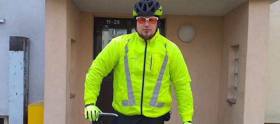 Jacek Szwark po pracy wsiada na rower i jedzie. Im więcej przejedzie, tym więcej pieniędzy trafi na zbiórkę dla dzieci