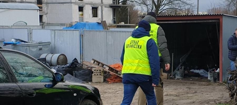 Funkcjonariusze Warmińsko-Mazurskiego Oddziału Straży Granicznej podczas jednej z kontroli