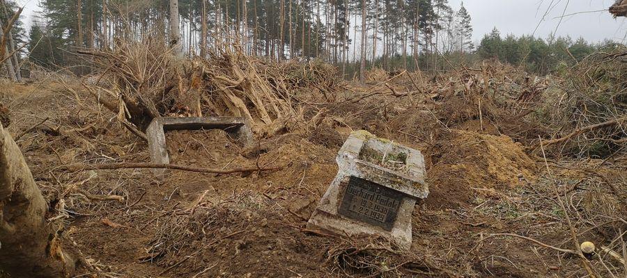 Do dewastacji dawnego cmentarza ewangelickiego w Nowej Wsi Ełckiej doszło na początku kwietnia