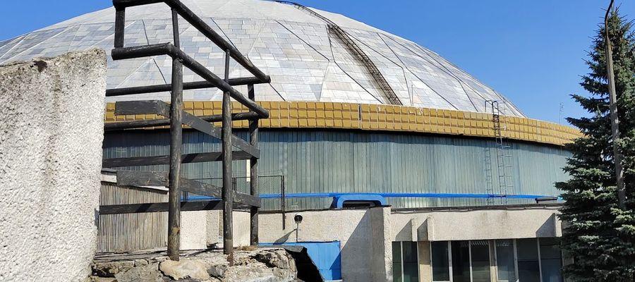 Hala Widowiskowo-Sportowa Urania potrzebuje remontu. Jest w ruinie