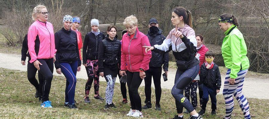 Przedwielkanocne bieganie uczestnicy grupy z uśmiechem na twarzach nazywali prewencyjnym zbijaniem kalorii.