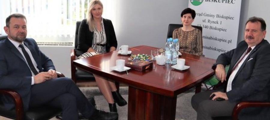 Spotkanie w gabinecie Arkadiusza Dobka, wójta gminy Biskupiec