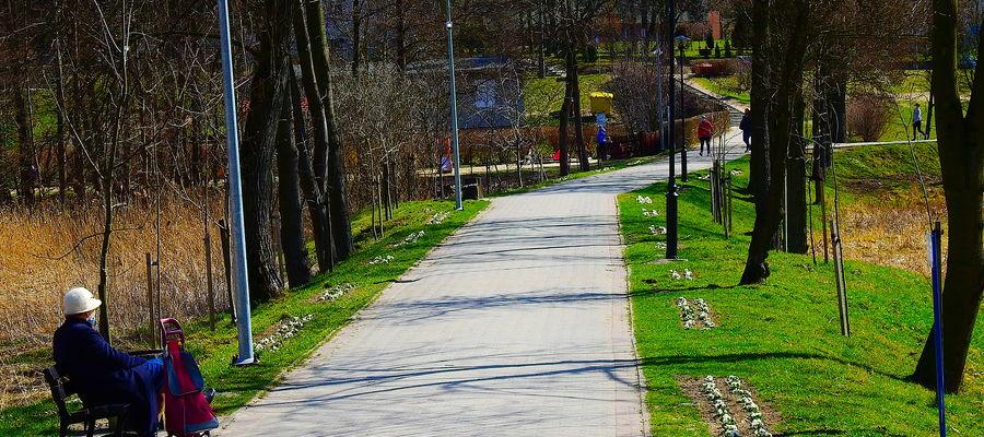 Wiosenny obraz ciągu pieszego Wodna - Piastowska