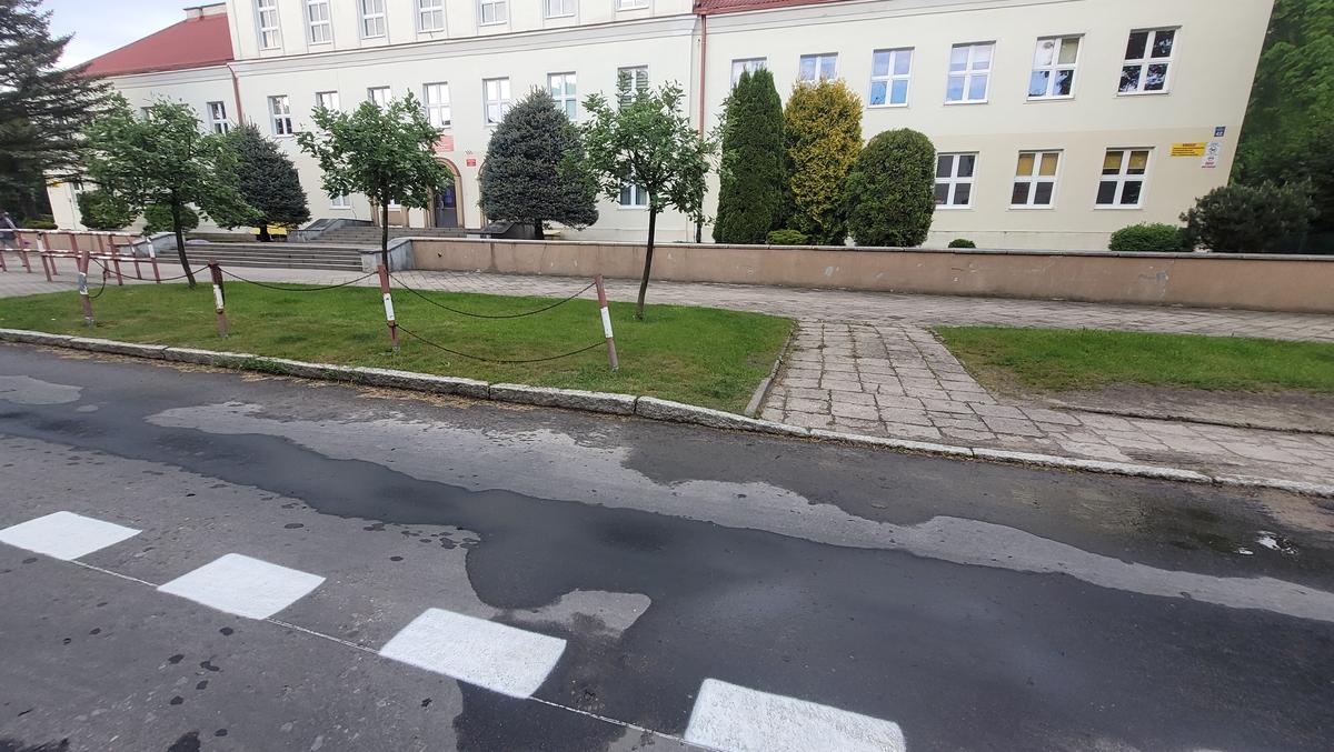 Mieszkańcy uważają, że parking można zrobić na szerokim chodniku
