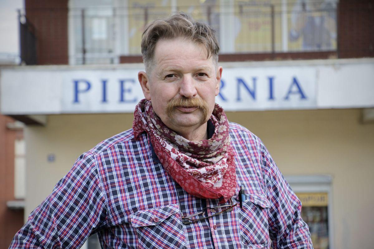Andrzej Wolanin, właściciel piekarni w Malborku, wykorzystującej żywą wodę.