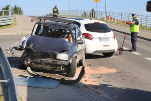Pijany kierowca jechał skosić trawę, po drodze skosił samochód [ZDJĘCIA]