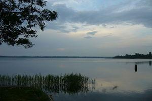 Zakaz pływania motorówkami już na 33 jeziorach powiatu olsztyńskiego