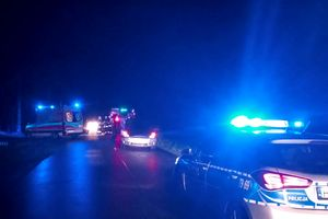 Pijany 35-latek z blisko położył się na jezdni. Najechała na niego kierująca Fordem.