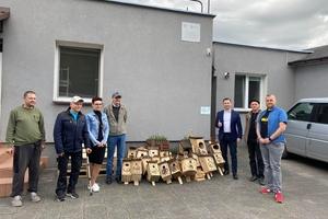 Bezdomni podarowali ptakom domy