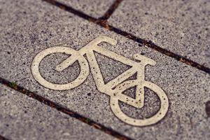 Sezon rowerowy w pełni. O czym warto pamiętać?