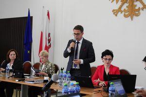 Burmistrz Olecka bez votum zaufania, ale z absolutorium