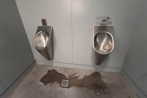 Toalety na plaży miejskiej w Olsztynie... odstraszają gości?