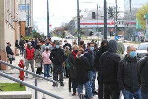 Tłumy w mobilnym punkcie szczepień w Olsztynie [ZDJĘCIA]